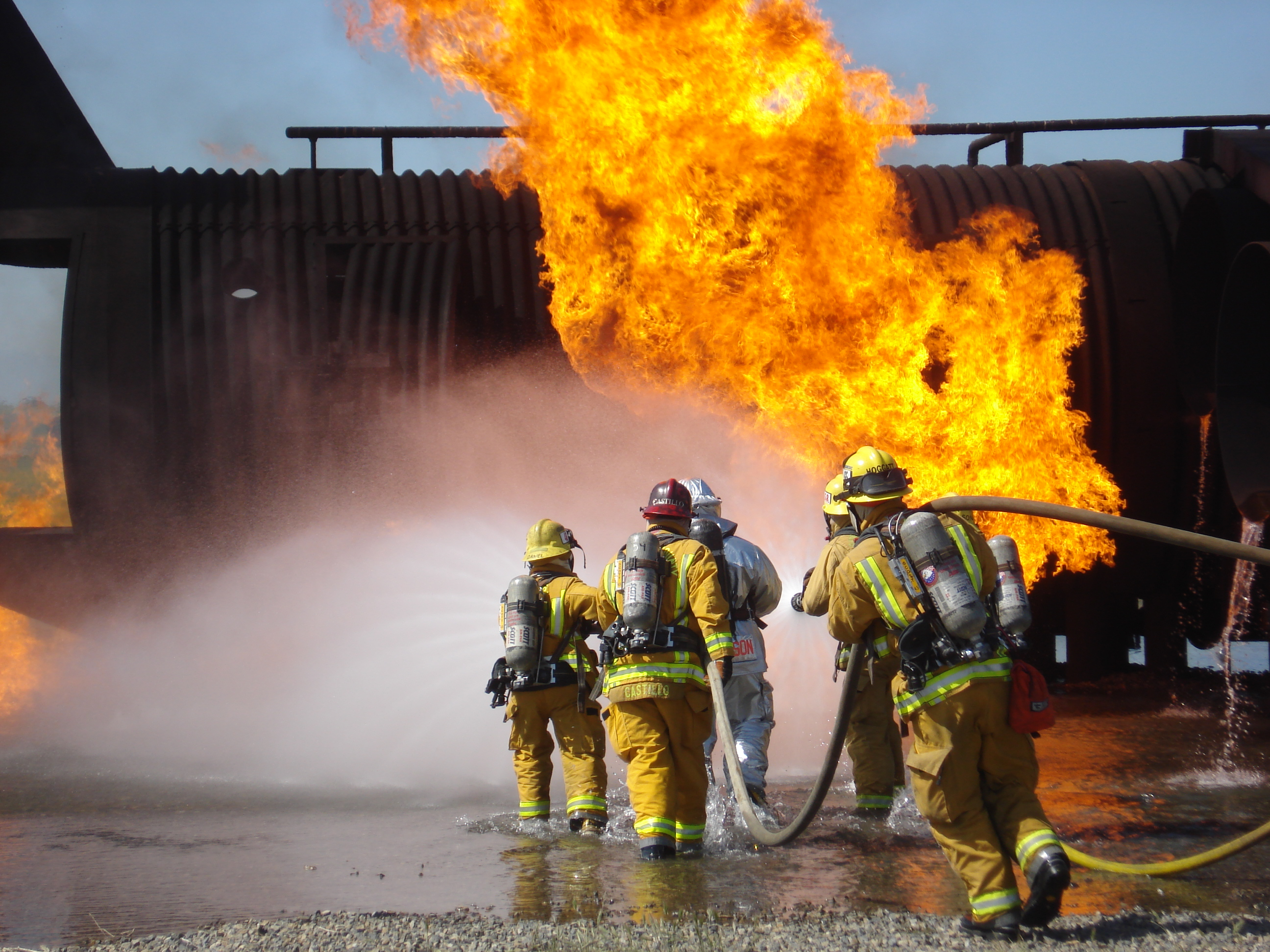 Днем, картинки про пожарных спасателей